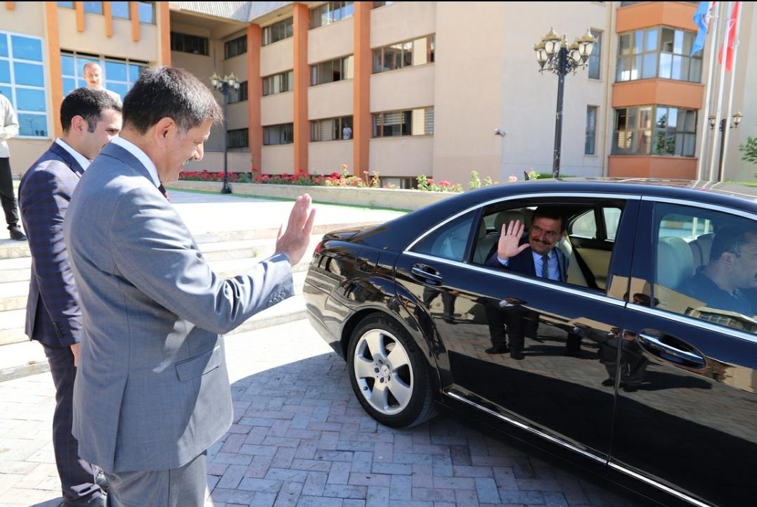 Vali Arslantaş'tan Başkan Aksun'a Veda Ziyareti