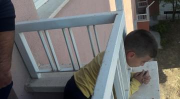 6 Yaşındaki çocuk Demir korkuluklara sıkıştı