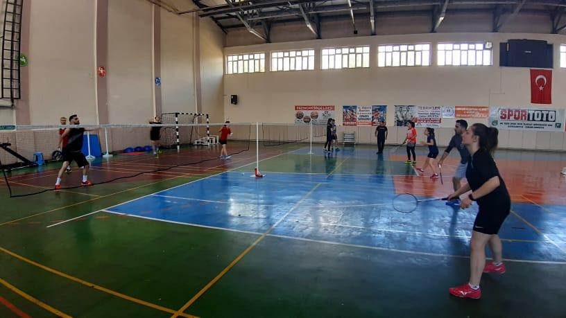 Badmintonda Türkiye'nin en iyileri Erzincan'dan çıkıyor