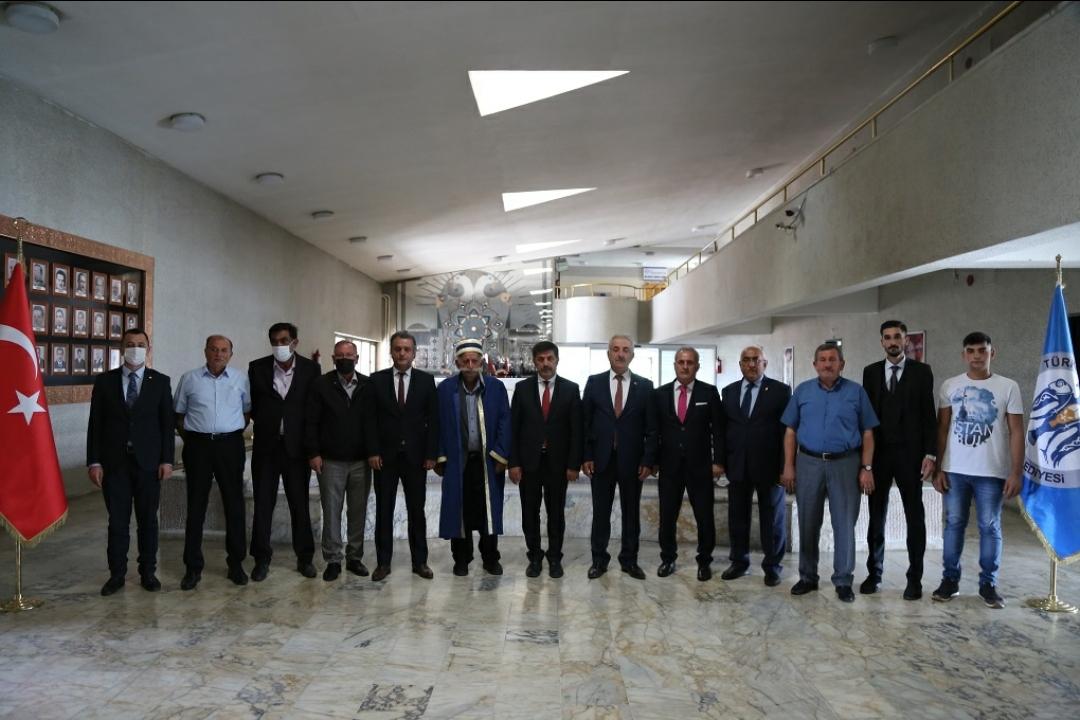 Ahilerden Belediye Başkanı Bekir Aksun'a ziyaret